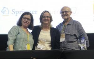 Silvia Galleti, Elisabete Werlang e Sigmar de Mello Rode durante a cerimônia de encerramento do XV ENEC.