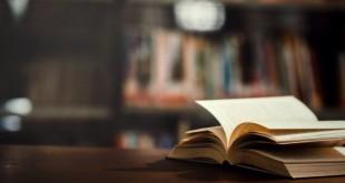 reserve-na-biblioteca-com-livro-aberto_1150-5924